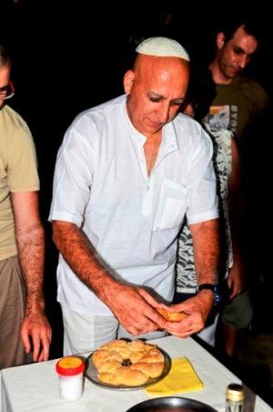 דר' אלי בן אליעזר עורך קבלת שבת בוורנאסי, ספטמבר 2012