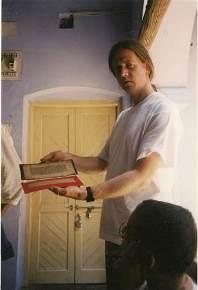 עם אחד הכתבים העתיקים שבספרייתו של גורוג'י